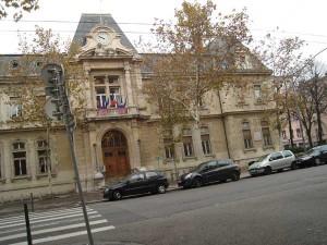 Boulevard de la Croix-Rousse, face à la Mairie