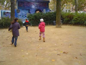 les enfants dans le square